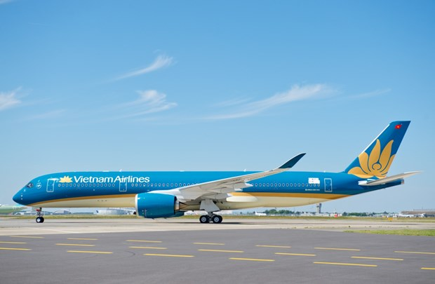 Vietnam Airlines wins three prestigious travel awards hinh anh 1