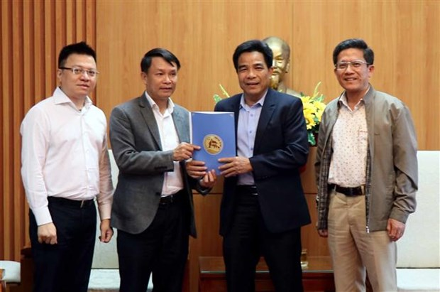 VNA gives relief aid to flood victims in Quang Nam hinh anh 1