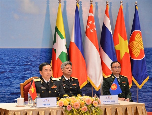 ASEAN navy chiefs call for stronger co-operation hinh anh 1