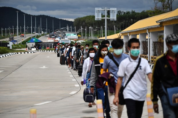 Thailand extends border checkpoint closure with Myanmar over pandemic complications hinh anh 1