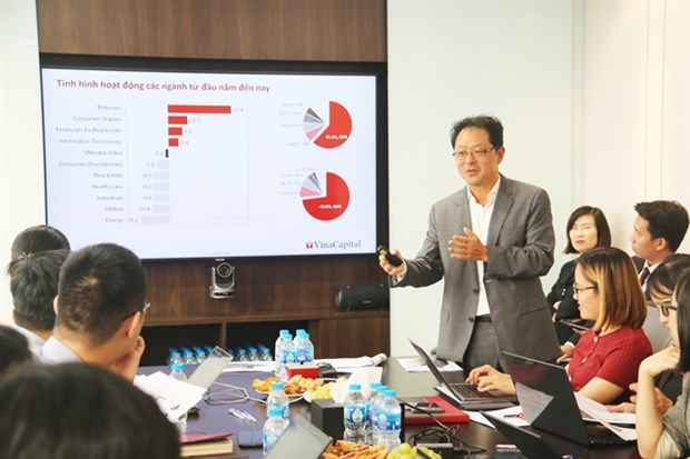 VinaCapital conference lists attractions Vietnam has for investors hinh anh 1