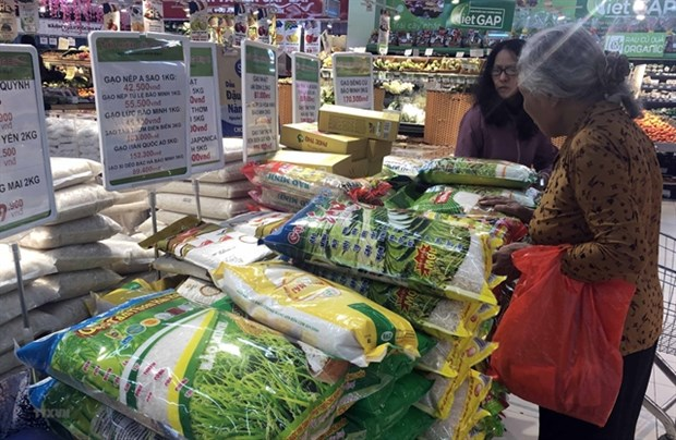 Localities prepare goods for Lunar New Year holiday hinh anh 1