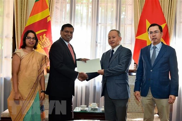 Sri Lanka supports flood-hit victims in central region hinh anh 1