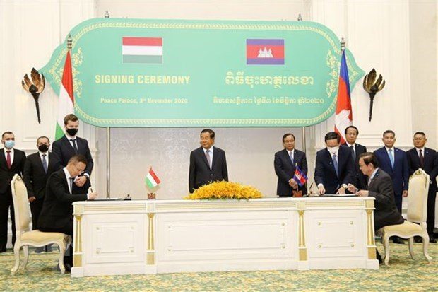Cambodian PM tests negative for COVID-19 twice hinh anh 1