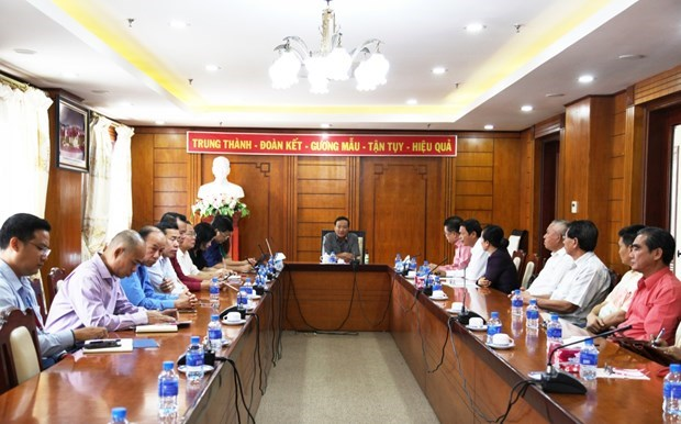 Vietnamese expats in Laos give opinions on draft documents to 13th Party Congress hinh anh 1