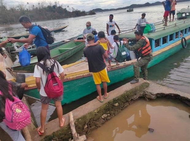 Philippines evacuates thousands of people as storm Vamco approaches hinh anh 1