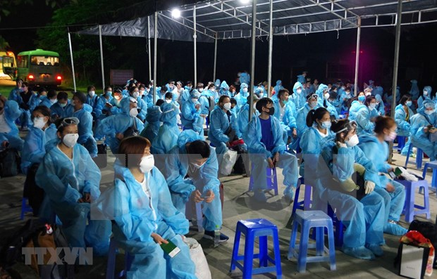 About 950 Vietnamese citizens brought home on November 10, 11 hinh anh 1