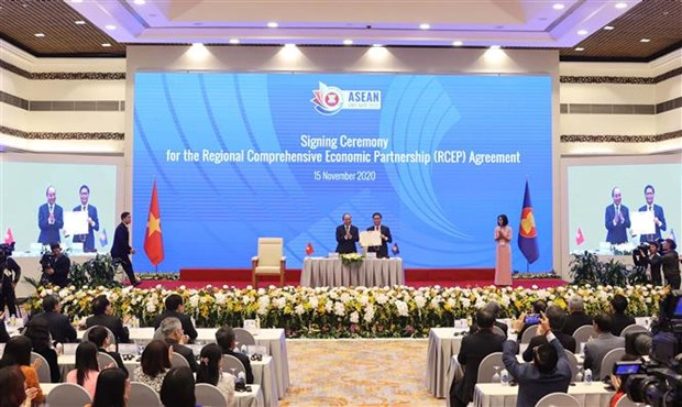 Regional Comprehensive Economic Partnership Agreement signed after years of talks hinh anh 1