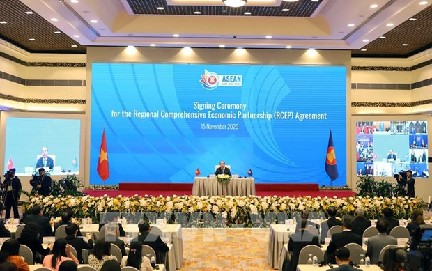 Thai, Singaporean PMs highly evaluate signing of RCEP hinh anh 1