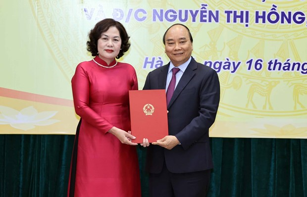 Appointment decision presented to new governor of central bank hinh anh 1