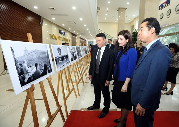 Photo exhibition marks 70 years of Vietnam-Bulgaria friendship hinh anh 1