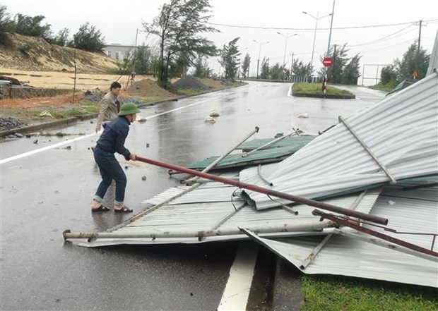 Storm Vamco wreaks havoc in central localities hinh anh 1