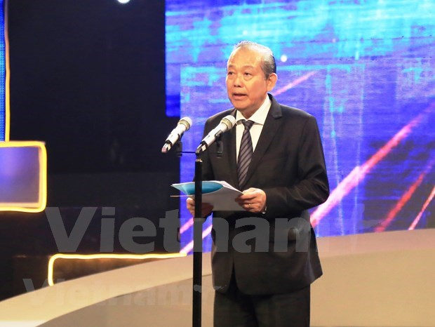 Deputy PM calls for creating safe road traffic environment hinh anh 1