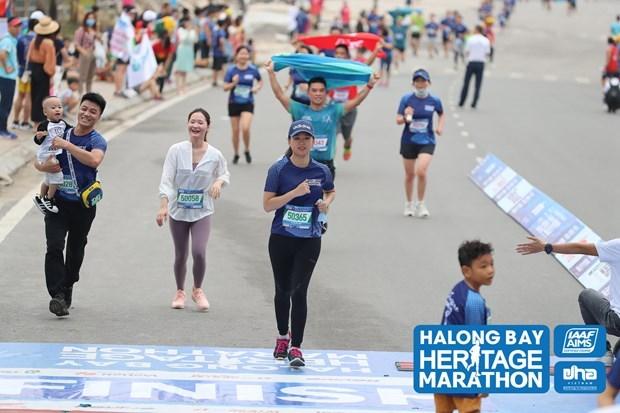 Halong Bay International Heritage Marathon kicks off hinh anh 1