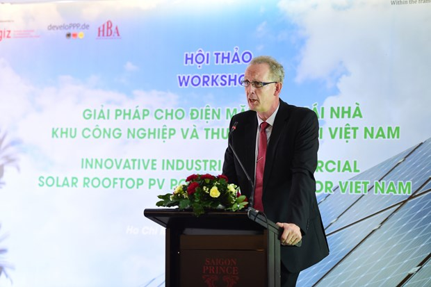 Firms at HCM City's IPs seek innovative rooftop solar power solutions hinh anh 1