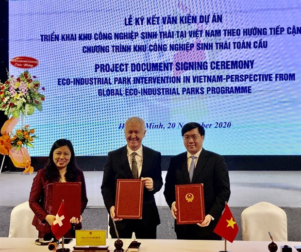 Project launched to develop eco-industrial park model hinh anh 1