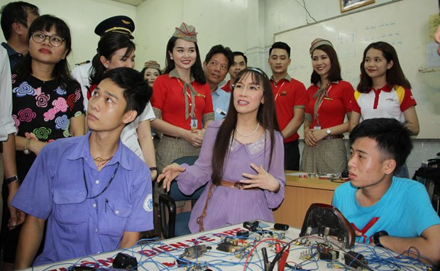 Vietjet brings cosy Tet to 1,000 children hinh anh 2