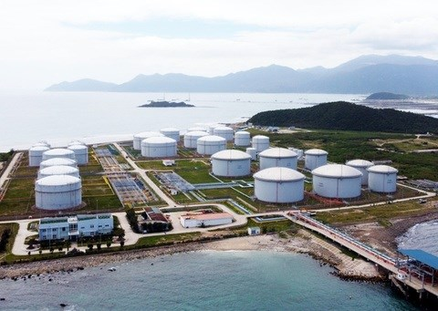 Investors interested in LNG projects in Van Phong EZ hinh anh 1