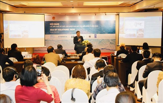 Vietnam hosts int'l conference on tackling plastic waste pollution in oceans hinh anh 1