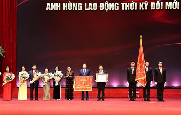 Citizens with major contributions to community honoured hinh anh 1