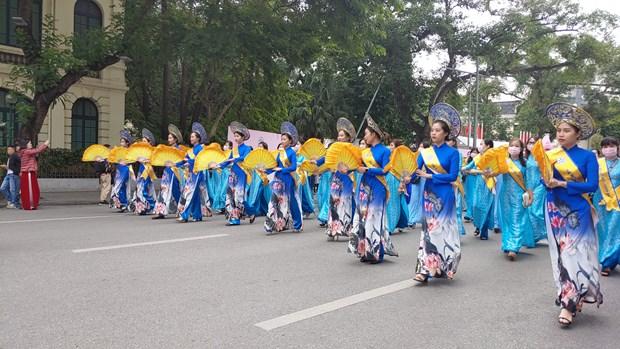 Hundreds parade in Hanoi to show off beauty of
