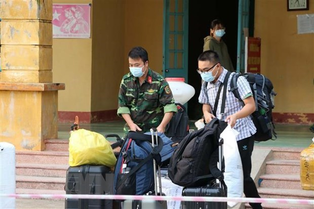 Vietnam sees three new imported cases of COVID-19 hinh anh 1