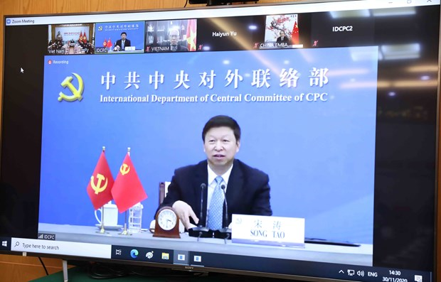 Vietnamese, Chinese Party officials hold talks virtually hinh anh 2