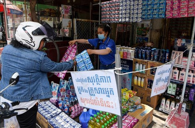 Cambodia rolls out mass contact tracing hinh anh 1
