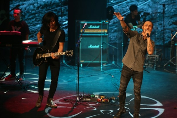 Vietnam's oldest rock band introduces new lead vocalist hinh anh 1