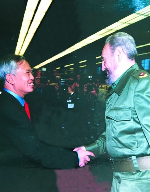 Cubans eternally optimistic, passionate in fight for ideals: former Deputy PM hinh anh 1