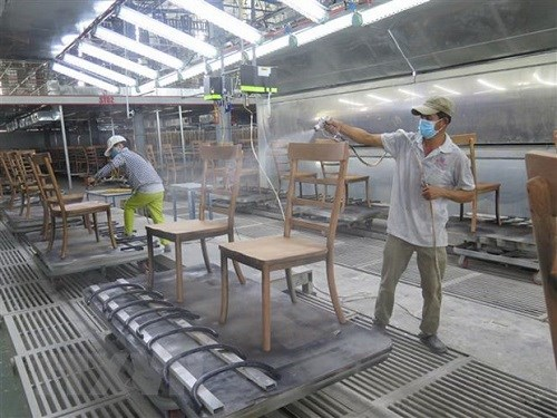 Asian media seek answer for how Vietnam maintains economic growth amid pandemic hinh anh 1