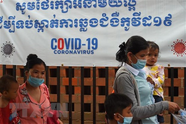 Cambodia, Laos highlight importance of multilateral cooperation in COVID-19 battle hinh anh 1