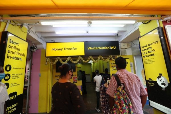 Remittance flows to ASEAN fall in Quarter 2 hinh anh 1