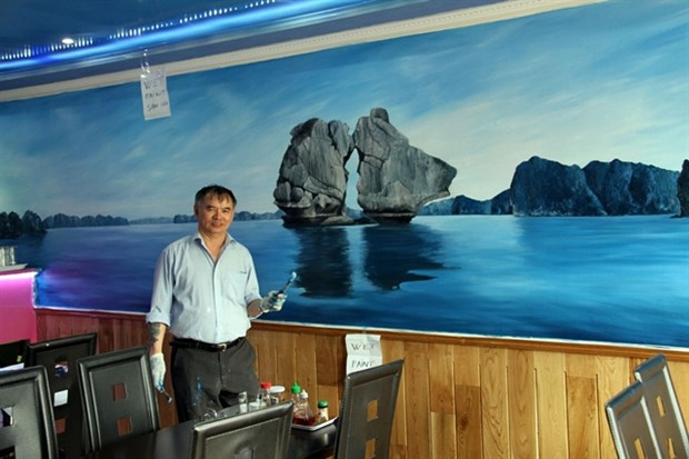Paint Vietnam in London, a self-taught painter puts nostalgia on walls hinh anh 1