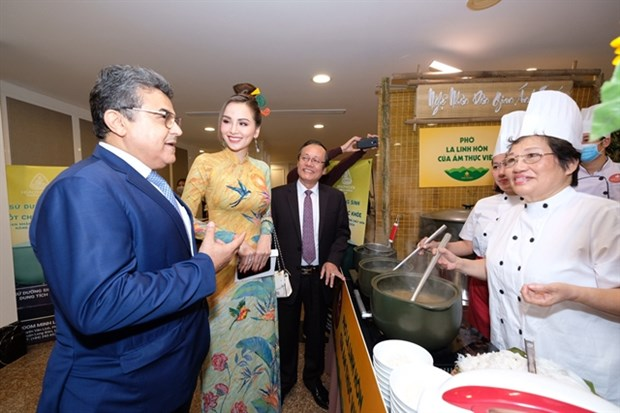 Famous pho chefs amaze guests at gala night hinh anh 1