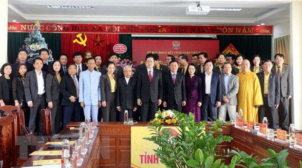 Front leader pays X-mas visits to Nghe An, Thai Binh provinces hinh anh 1