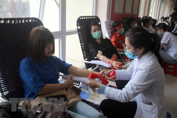 Nearly 2,000 people join blood donation drive in Thanh Hoa hinh anh 1