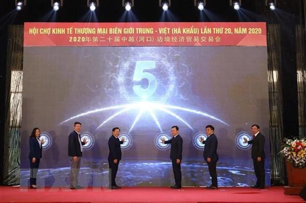 Vietnam-China trade fair opens in Lao Cai, Yunnan hinh anh 1
