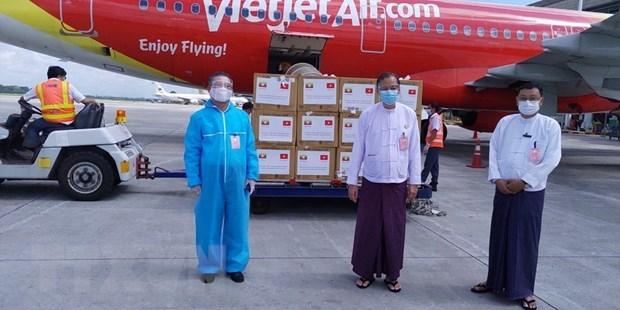 Vietnam sends medical masks to Myanmar hinh anh 1