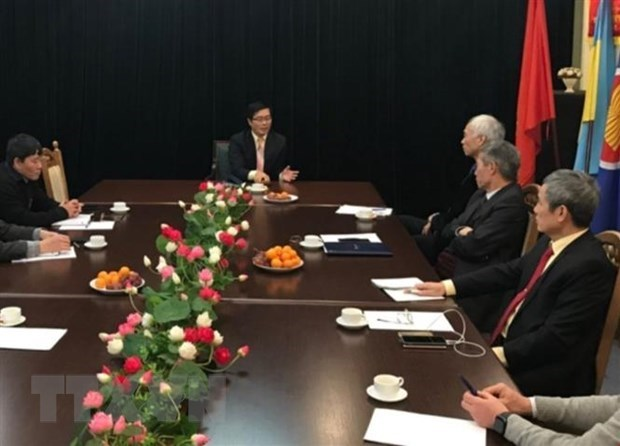 Ambassador meets with OVs in Ukraine hinh anh 1