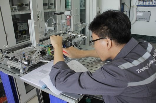 HCM City pushes training for occupational change amid Industry 4.0 hinh anh 1
