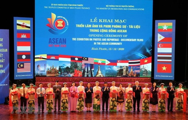 Binh Phuoc hosts photo, film exhibition on ASEAN Community hinh anh 1