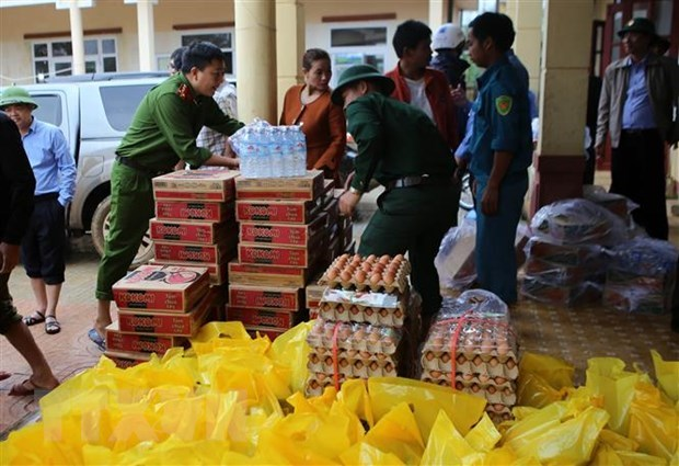 Vietnam receives about 25 million USD of international aid for central flood victims hinh anh 1
