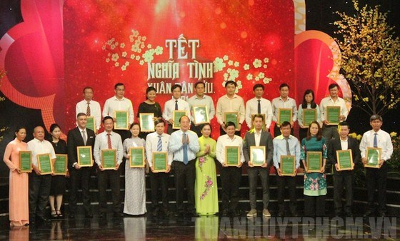Over 9.1 billion VND to support HCM City farmers during Tet hinh anh 1