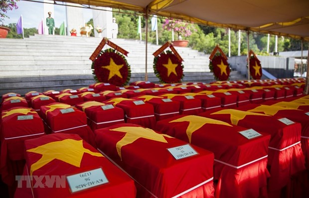 Remains of volunteer soldiers reburied in Kien Giang hinh anh 1