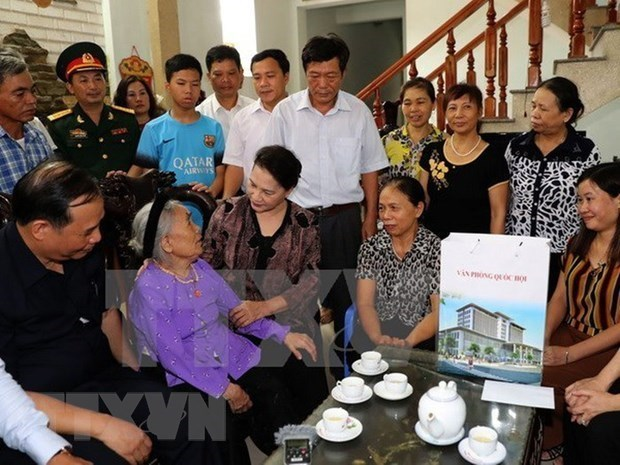 Tet gifts to reach revolution contributors nationwide hinh anh 1