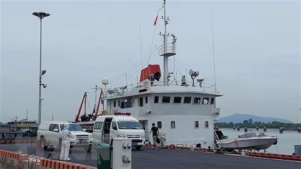 Eleven sailors on sunken Panamanian ship rescued hinh anh 1
