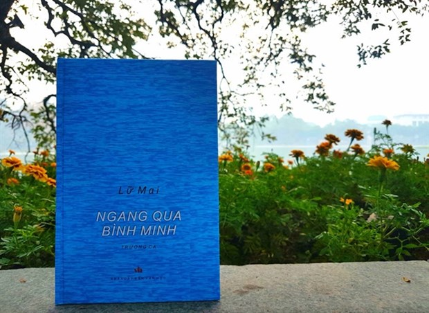 Female poet's book about Vietnamese soldiers released hinh anh 1