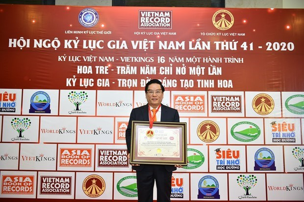 Biendong POC's flag-salute ceremonies set Guinness Vietnam record hinh anh 3
