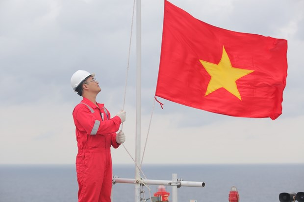 Biendong POC's flag-salute ceremonies set Guinness Vietnam record hinh anh 1